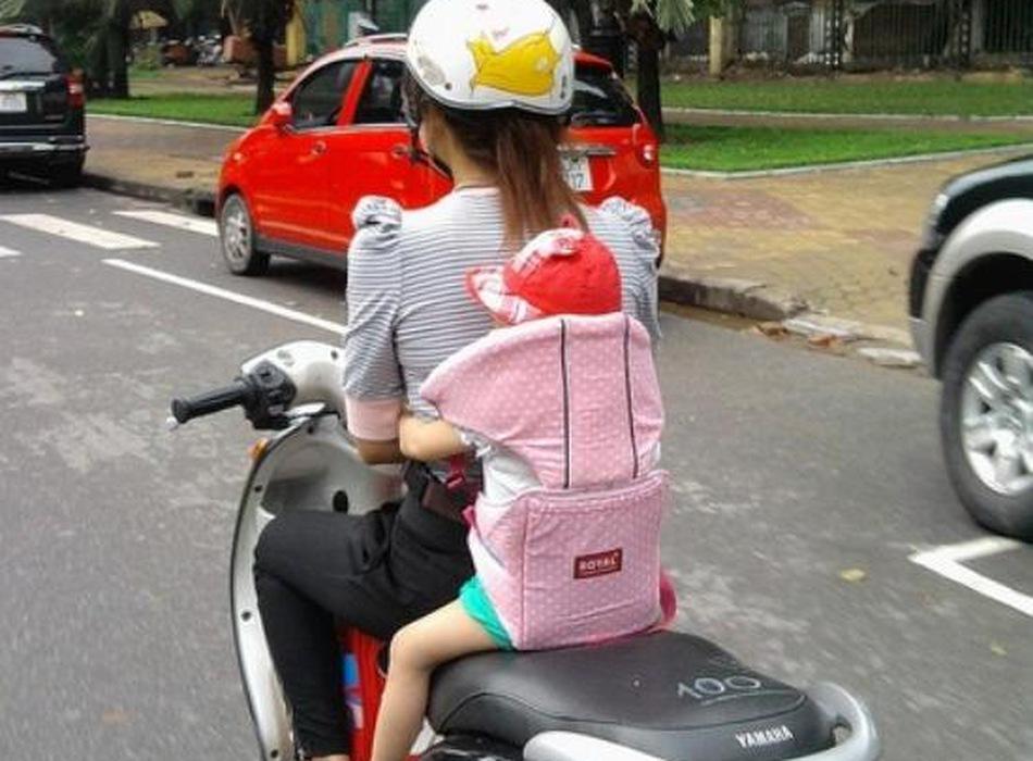 Đai xe máy cho bé (loại có đỡ cổ)
