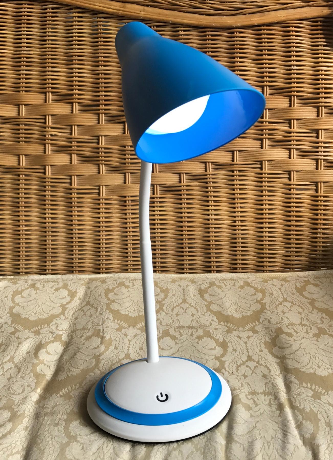 Đèn Bàn Chống Cận Cảm Ứng Sạc USB (Trắng phối xanh)