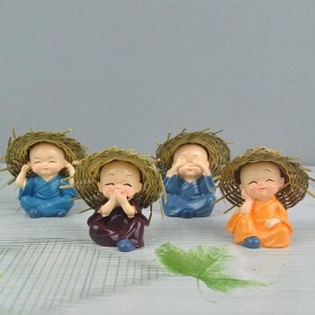 Bộ 4 tượng đội nón