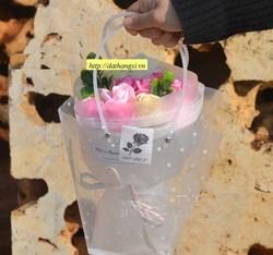 Bó bông hồng 11 bông có giỏ xách