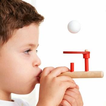 Trò chơi thôi bóng giữ thăng bằng cho bé