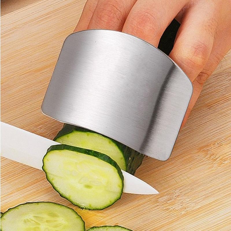 Dụng cụ bảo vệ tay khi cắt thái