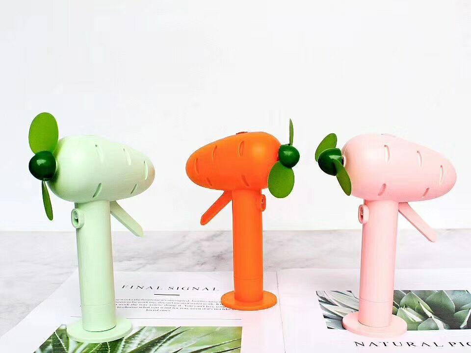 Quạt mini cầm tay hình cà rốt