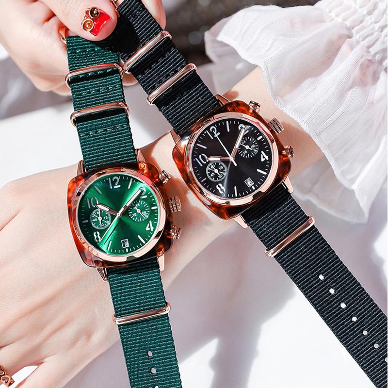 Đồng hồ nữ đeo tay mặt vuông 40mm